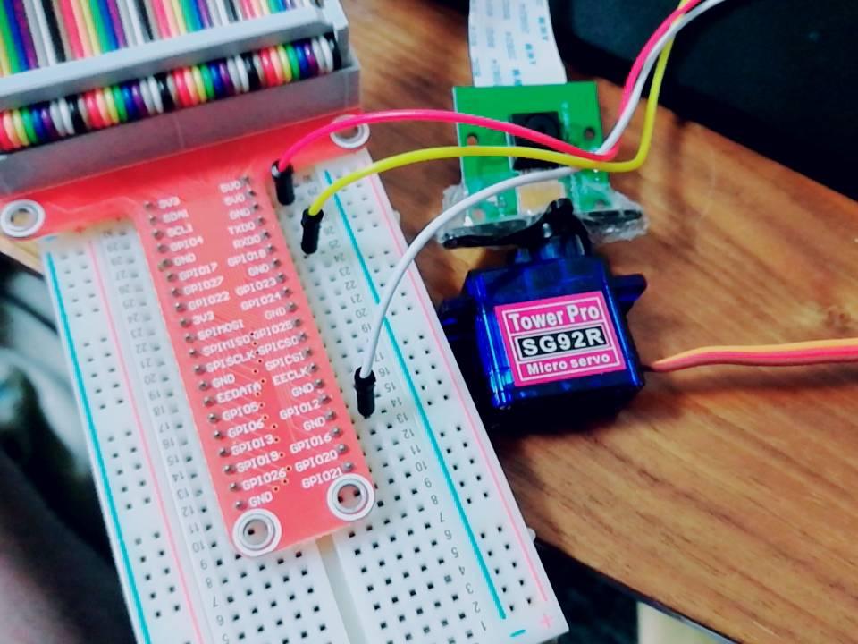 IOT:ラズベリーパイでサーボモータSG92Rを動かす